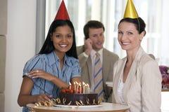 Femmes à la fête au bureau Photo libre de droits