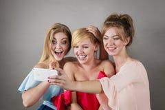 Femmes à la mode prenant le selfie Photo libre de droits