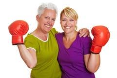 Femmes aînés actifs avec la boxe Photos libres de droits