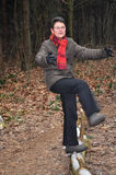 Femmes aînés détruisant presque son équilibre Photo stock