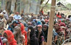 Femmes africaines attendant désespérément l'aide Photos libres de droits