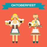 Femmes allemandes d'Oktoberfest dans le costume national Serveuse de fille Photographie stock libre de droits