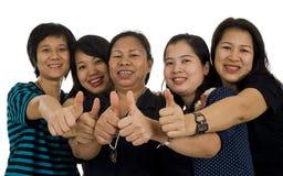 Femmes asiatiques avec des pouces vers le haut Image stock