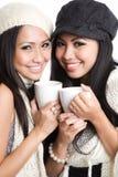 Femmes asiatiques buvant du café Photo stock