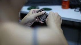 Femmes asiatiques faisant des accessoires de mode clips vidéos
