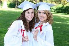 Femmes assez jeunes à la graduation Photo libre de droits
