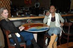 Femmes au bar Photo libre de droits