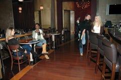 Femmes au bar Images libres de droits