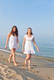 Femmes au bord de la mer Image libre de droits