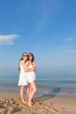 Femmes au bord de la mer Images stock
