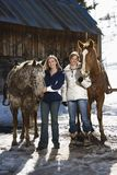 Femmes avec des chevaux. Images stock