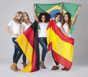 Femmes avec des drapeaux photographie stock