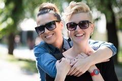 Femmes avec des lunettes de soleil Photos stock
