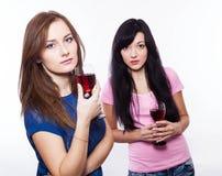 femmes avec des verres de vin Photos stock