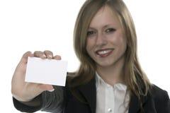Femmes avec la carte de visite professionnelle de visite à disposition Image libre de droits