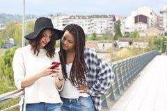 Femmes avec le mobile Photo stock