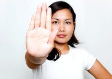 Femmes avec le signe d'arrêt Photographie stock