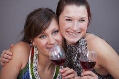 Femmes avec le vin mousseux en verre Image libre de droits