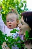 Femmes avec un petit enfant Photo stock