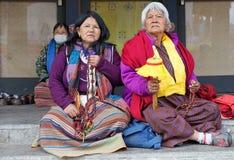 Femmes bhoutanaises chez le Chorten commémoratif, Thimphou, Bhutan Image stock