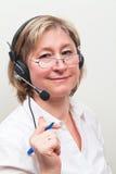 Femmes blondes au centre d'attention téléphonique Photos libres de droits