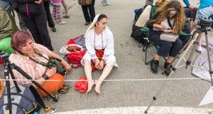 Femmes bulgares aux jeux de Nestenar dans le village de Bulgari, Bulgarie Images stock