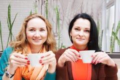 Femmes buvant du café Image stock