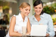 Femmes d'affaires avec du café Images stock