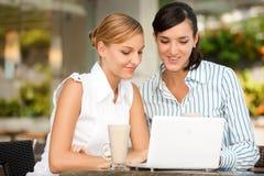 Femmes d'affaires avec du café Image libre de droits