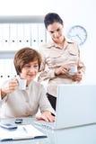 Femmes d'affaires avec du café Photographie stock libre de droits