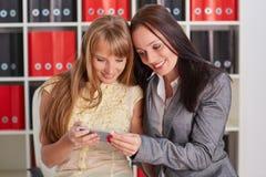 Femmes d'affaires avec le téléphone portable Photos libres de droits