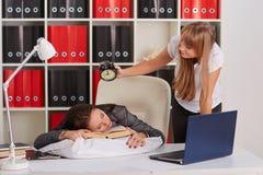 Femmes d'affaires fatiguées dans le bureau Image libre de droits