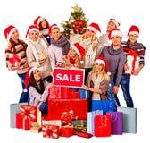 Femmes d'amis de Noël, hommes avec le panier et boîte-cadeau Images stock