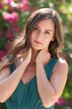 Femmes d'une chevelure de sourire de brune en Floride Photographie stock