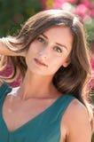 Femmes d'une chevelure de sourire de brune en Floride Images libres de droits