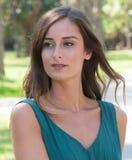 Femmes d'une chevelure de sourire de brune en Floride Photos libres de droits