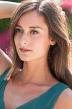 Femmes d'une chevelure de sourire de brune en Floride Image libre de droits