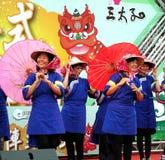 Femmes dans des costumes de Hakka de chinois traditionnel Image libre de droits