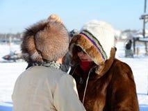 Femmes dans des vêtements du nord traditionnels photo stock