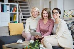 Femmes dans la famille images libres de droits