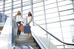Femmes dans le centre commercial Photo libre de droits