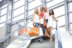 Femmes dans le centre commercial Photos stock