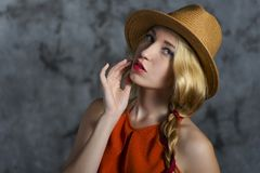 Femmes dans le chapeau Images libres de droits