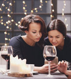 Femmes dans le restaurant Photographie stock