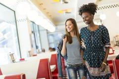 Femmes dans le wagon-restaurant Photos libres de droits
