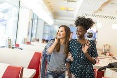 Femmes dans le wagon-restaurant Images libres de droits