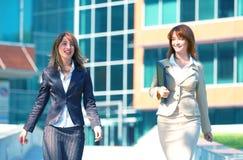 Femmes de campus d'affaires Photographie stock