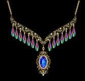 Femmes de collier pour le mariage avec des perles et des pierres précieuses dessus Photographie stock