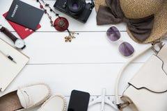 Femmes de costumes d'accessoires de voyage passeports le coût du voyage Photo libre de droits