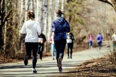 Femmes de groupe de course de matin Photographie stock libre de droits